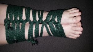 Gauntlet Tie - Feet